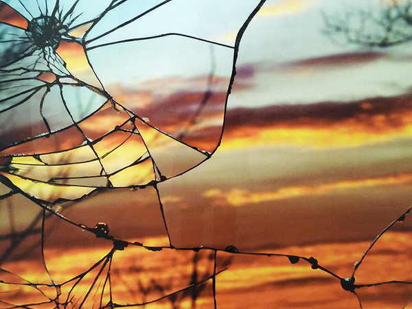 Broken Mirror Sunset by Bing Wright -- http://www.photographytuts.com/impressive-sunset-photos-captured-broken-mirrors/